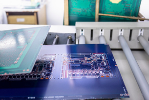 Circuit boards in processing machine in circuit board factoryの写真素材 [FYI03804099]