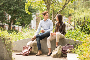 Young businessman and woman meeting in city parkの写真素材 [FYI03804933]