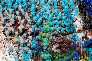 Detail of multi-coloured paint splattered wall in ship painters yardの写真素材 [FYI03805003]