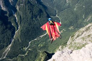 Wingsuit BASE jumper is flying down, Italian Alps, Alleghe, Belluno, Italyの写真素材 [FYI03805026]