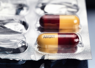 Amoxicillin capsules in blister packの写真素材 [FYI03805178]