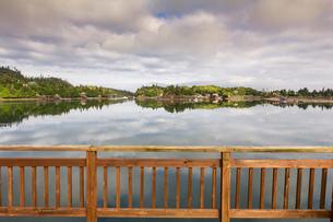 View of water from balcony, Stillpoint Lodge, Halibut Cove, Kachemak Bay, Alaska, USAの写真素材 [FYI03805197]
