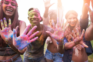 Portrait of group of friends at festival, covered in colourful powder paintの写真素材 [FYI03805236]
