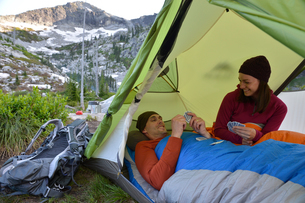 Couple playing card game in tent at Fault Lake, Selkirk Mountains, Idahoの写真素材 [FYI03805287]