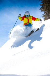 Skier, skiing downhill, low angle viewの写真素材 [FYI03805672]