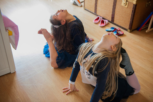 Girls stretching with toes touching headsの写真素材 [FYI03806280]