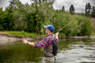 Man fishing in river, Clark Fork, Montana and Idaho, USの写真素材 [FYI03806444]