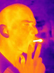 Thermal image of man smokingの写真素材 [FYI03806468]