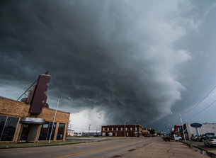 Layered supercell storm over and around wheat fields, Fairview, Oklahoma, USAの写真素材 [FYI03806546]