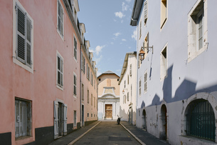 Traditional street with window shutters, Chambery, Rhone-Alpes, Franceの写真素材 [FYI03806605]