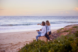 Couple relaxing on beach, Plettenberg Bay, Western Cape, South Africaの写真素材 [FYI03807130]