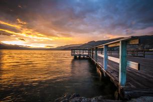 Wharf Park and Okanagan Lake in the South Okanagan Valley, Naramata, British Columbia, Canadaの写真素材 [FYI03807269]