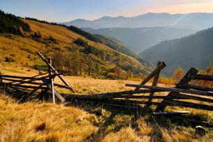Broken fence, Krasnik village area, Carpathian Mountains, Ivの写真素材 [FYI03807276]