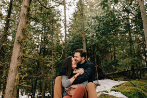 Couple hugging in forest, Tobermory, Canadaの写真素材 [FYI03807312]