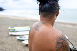 Man looking at surfboards on beach, Pagudpud, Ilocos Norte, Philippinesの写真素材 [FYI03807344]