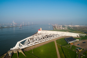 Maeslantkering, a storm surge barrier part of Deltwerken, a series of dams and barriers that protectの写真素材 [FYI03807613]