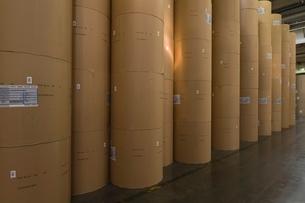 Huge rolls of paper in newspaper factoryの写真素材 [FYI03807786]