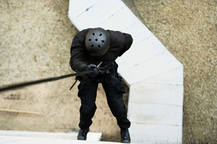 SWAT Team Officer Rappelling from Buildingの写真素材 [FYI03807848]