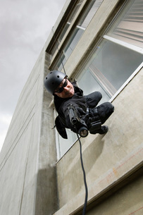 SWAT Team Officer Rappelling from Buildingの写真素材 [FYI03807858]