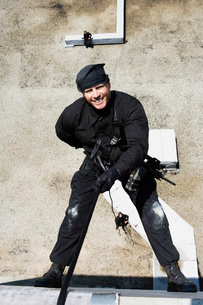 SWAT Team Officer Rappelling from Buildingの写真素材 [FYI03807859]