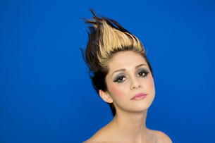 Portrait of beautiful young woman with spiked hair posing ovの写真素材 [FYI03807930]