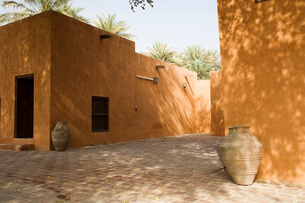 Al Ain UAE Partial view of courtyard at Al Ain Palace Museumの写真素材 [FYI03807946]