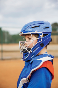 Side view of baseball catcher standing on fieldの写真素材 [FYI03808807]