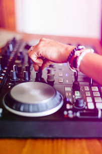 Cropped hands of female DJ mixing sound in recording studioの写真素材 [FYI03810790]
