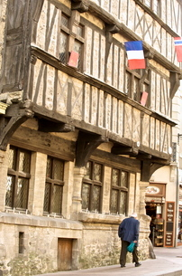 Half timbered house dating from the 14th century, one of the most ancient houses in Normandy, cornerの写真素材 [FYI03811120]