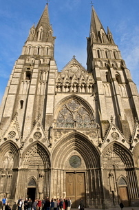 Western facade of Notre Dame Cathedral, dating from the 12th and 13th centuries, Bayeux, Calvados, Nの写真素材 [FYI03811121]