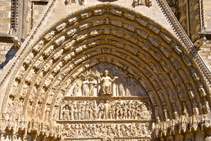 Cathedral Saint Etienne, dating from the 12th to 14th centuries, in Gothic style, central tympanum,の写真素材 [FYI03811135]