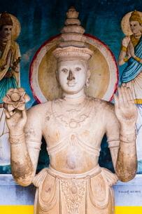 Statue at Ruvanvelisaya Dagoba, Mahavihara (The Great Monastery), Anuradhapura, Cultural Triangle, Sの写真素材 [FYI03811365]