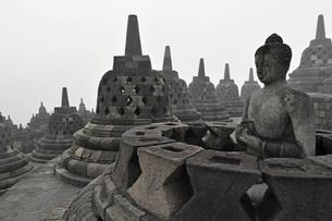 Borobodur, Kedu Plain, Java, Indonesia, Southeast Asiaの写真素材 [FYI03811718]