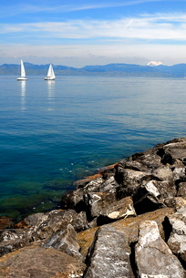 Sailing boats, Lac Leman (Lake Geneva), Evian-les Bains, Haute-Savoieの写真素材 [FYI03812030]