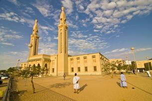Central mosque in Nouakchott, Mauritaniaの写真素材 [FYI03812071]