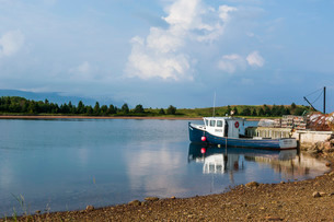 Little boat in the bay of Dingwall, Cape Breton Highlands National Park, Cape Breton Island, Nova Scの写真素材 [FYI03812196]