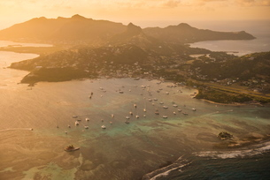 Aerial of Union Island at sunset, The Grenadines, St. Vincent and the Grenadines. Windward Islands,の写真素材 [FYI03812198]