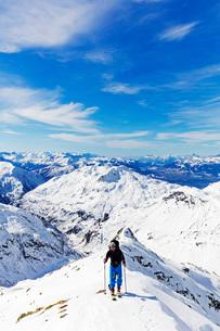 Ski touring on Mont Buet, Chamonix, Rhone Alpes, Haute Savoie, French Alps, France, Europeの写真素材 [FYI03812283]
