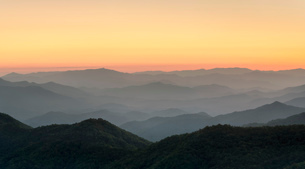 Blue Ridge Mountains from the Blue Ridge Parkway at sunset, Jackson County, North Carolina, United Sの写真素材 [FYI03812293]