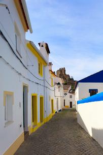 Streets in Alegrete, a dramatic Portuguese medieval hill-top village near Portalegre in the Alentejoの写真素材 [FYI03812482]