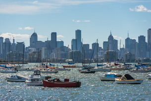 Views of Melbourne city skyline seen from Williamstown, Melbourne, Victoria, Australia, Pacificの写真素材 [FYI03812516]