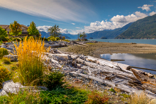 View of How Sound at Furry Creek off The Sea to Sky Highway near Squamish, British Columbia, Canada,の写真素材 [FYI03812751]