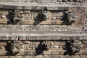 Temple of the Feathered Serpent (Quetzacoatl), Teotihuacan Archaeological Zone, UNESCO World Heritagの写真素材 [FYI03812774]