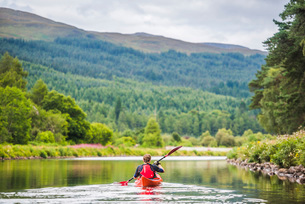 Canoeing the Caledonian Canal, near Fort Augustus, Scottish Highlands, Scotland, United Kingdom, Eurの写真素材 [FYI03812802]