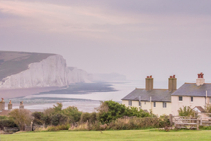 Cuckmere Haven, Seven Sisters chalk cliffs, South Downs National Park, East Sussex, England, Unitedの写真素材 [FYI03812842]