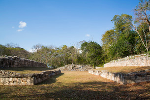 Mayan Ruins, Ball Court, Chacmultun Archaeological Zone, Chacmultan, Yucatan, Mexico, North Americaの写真素材 [FYI03812884]