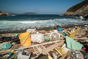 Beach covered in plastic rubbish, Lap Sap Wan, New Territories, Hong Kong, China, Asiaの写真素材 [FYI03813039]