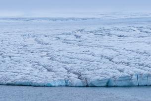 Very huge glacier on McClintok (MacKlintok) Island, Franz Josef Land archipelago, Arkhangelsk Oblastの写真素材 [FYI03813147]