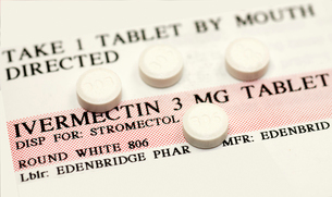 Ivermectin pills (a broad-spectrum antiparasitic agent) on top of instruction labelの写真素材 [FYI03813186]
