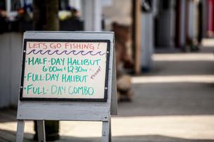 Handwritten shop sign, Homer Spit, Kachemak Bay, Alaska, USAの写真素材 [FYI03813190]